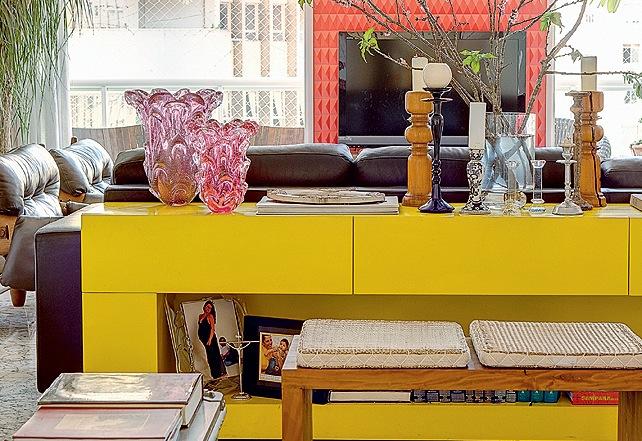 Aparador Com Gavetas E Portas ~ aparador amarelo